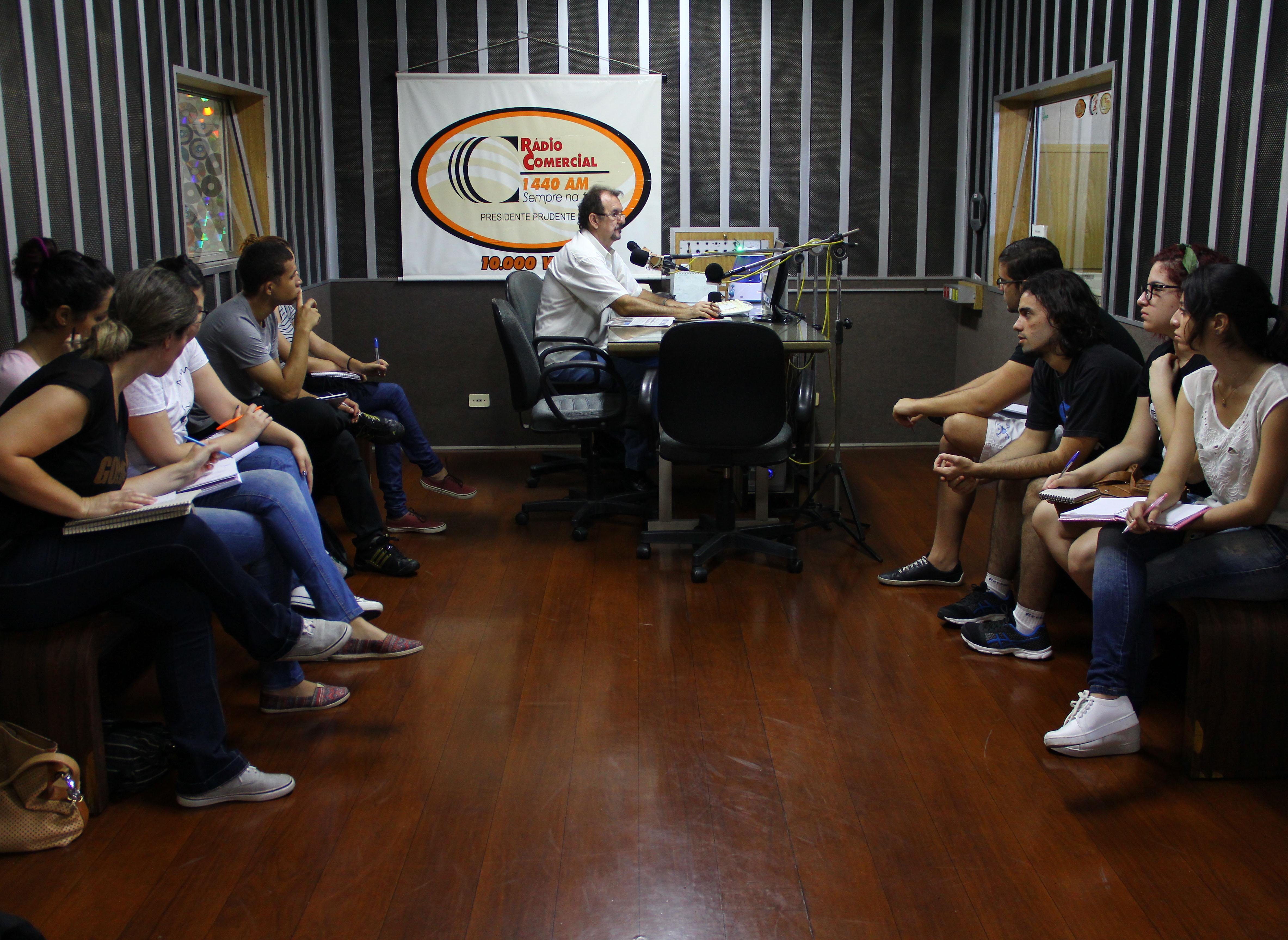 Alunos visitam Rádio Comercial e Centro de Memórias