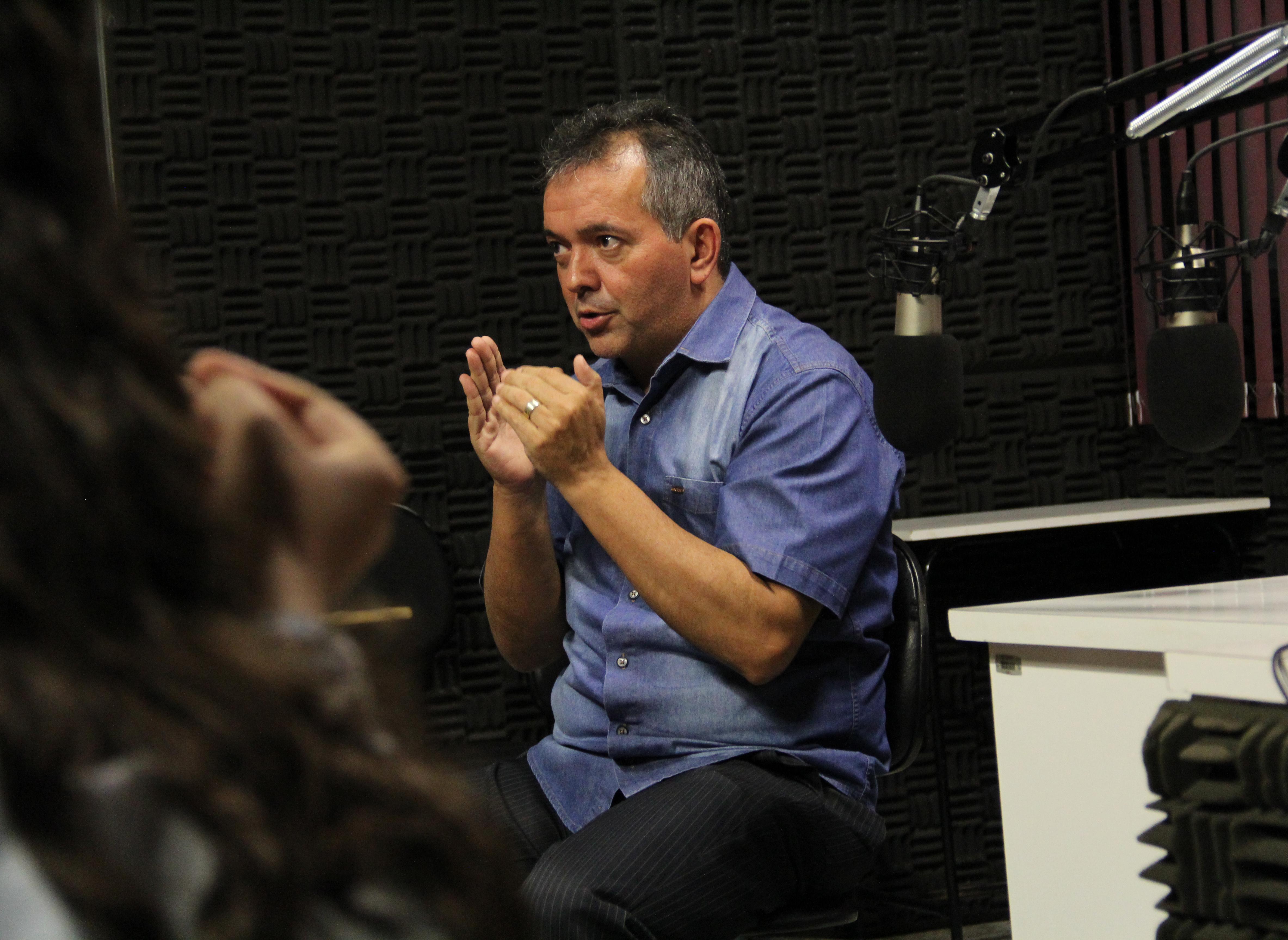 Jornalista da Band Paulista conversa com alunos sobre a profissão