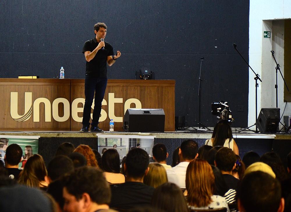 Raul Audi apresenta a profissão de publicitário na Jornada