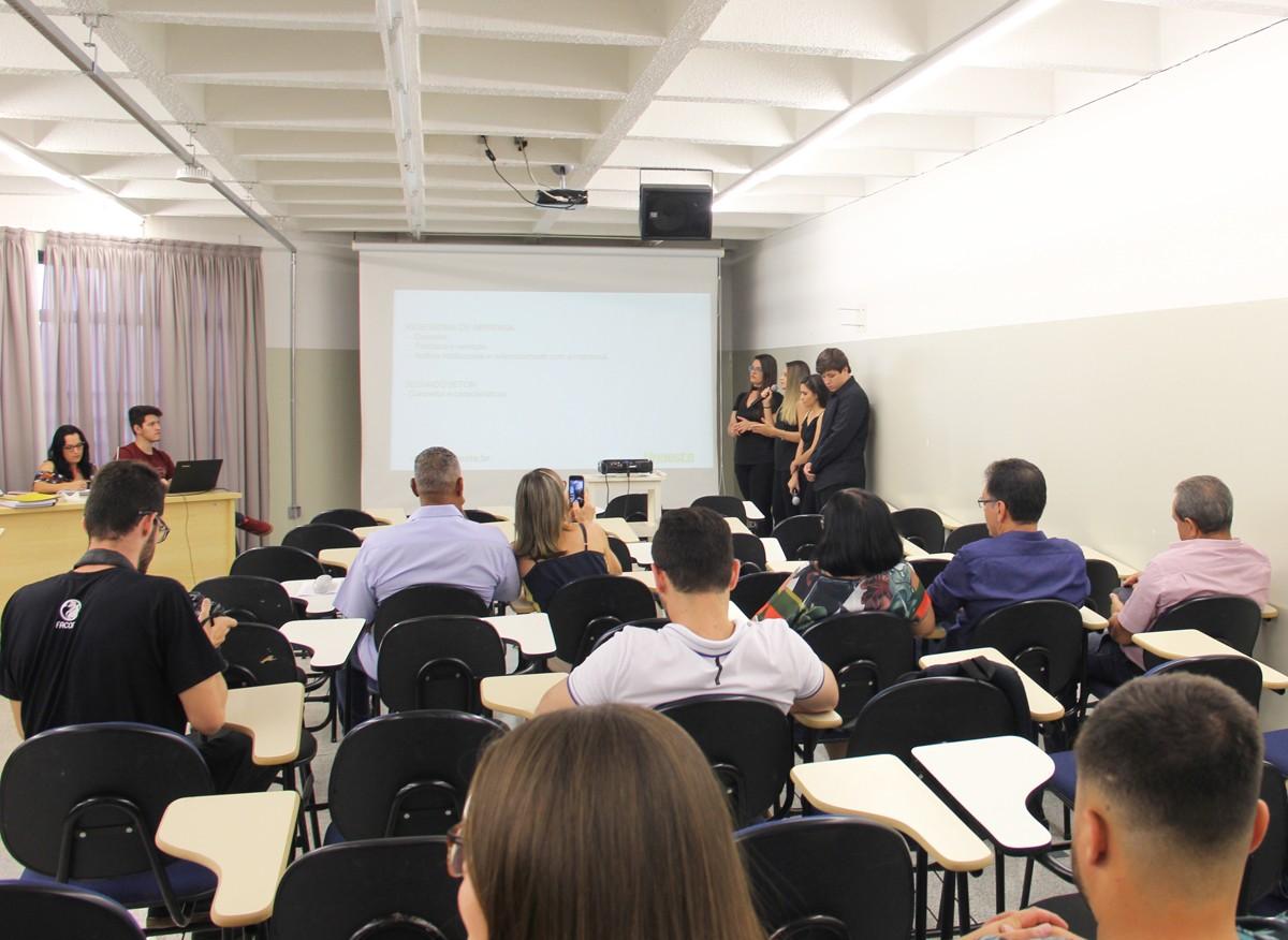 Estudantes apresentam planejamento e implantação de assessoria de imprensa no Euromarket