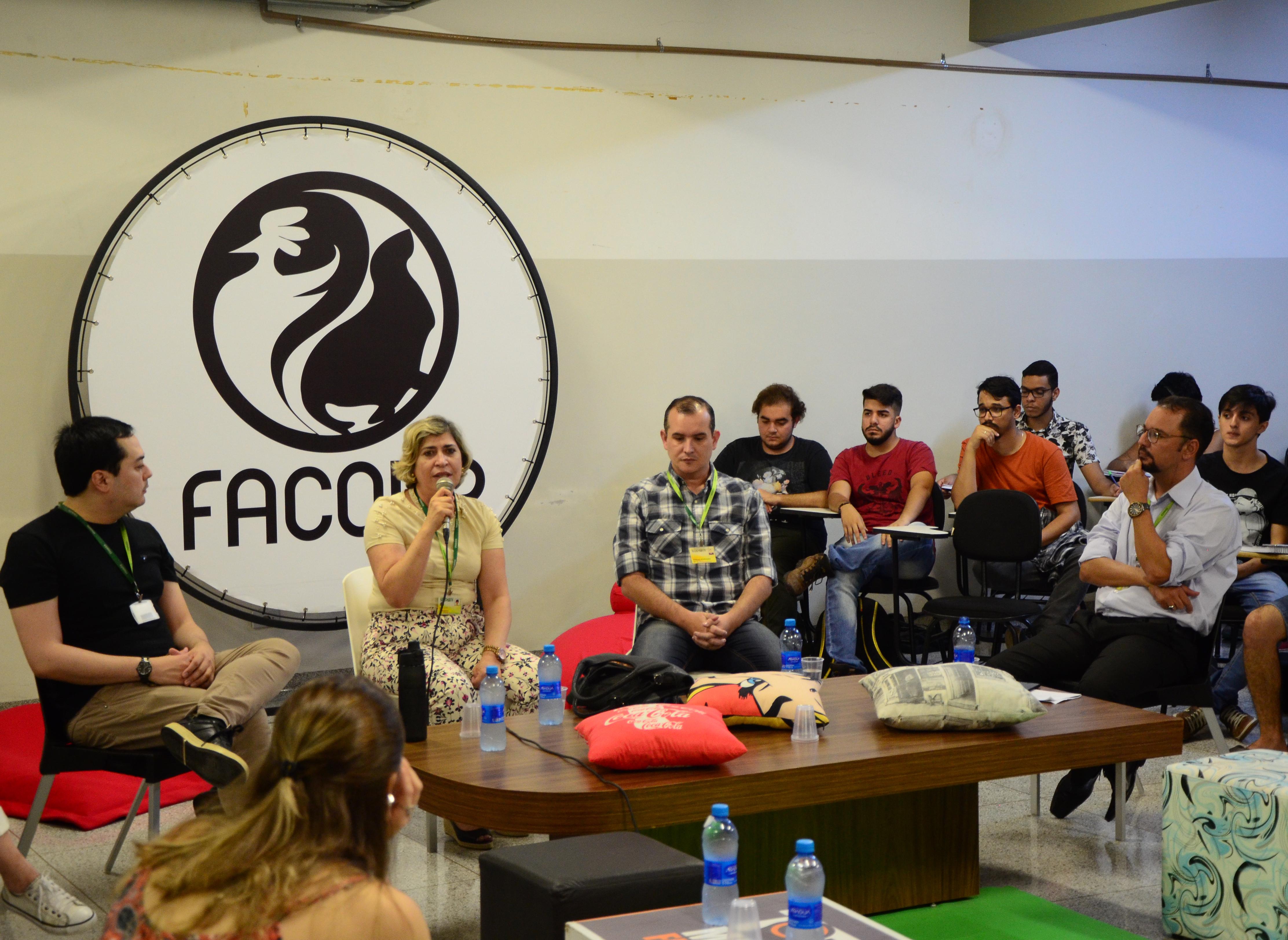 Alunos da Facopp debatem sobre o meio ambiente e a sociedade em mesa redonda