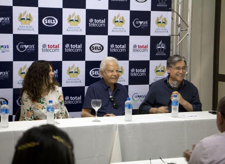 Estagiários da Facopp participam de coletiva com Cid Moreira
