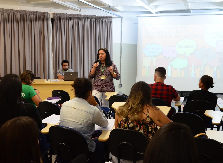 Alunos apresentam no III Colóquio de Comunicação e Educação
