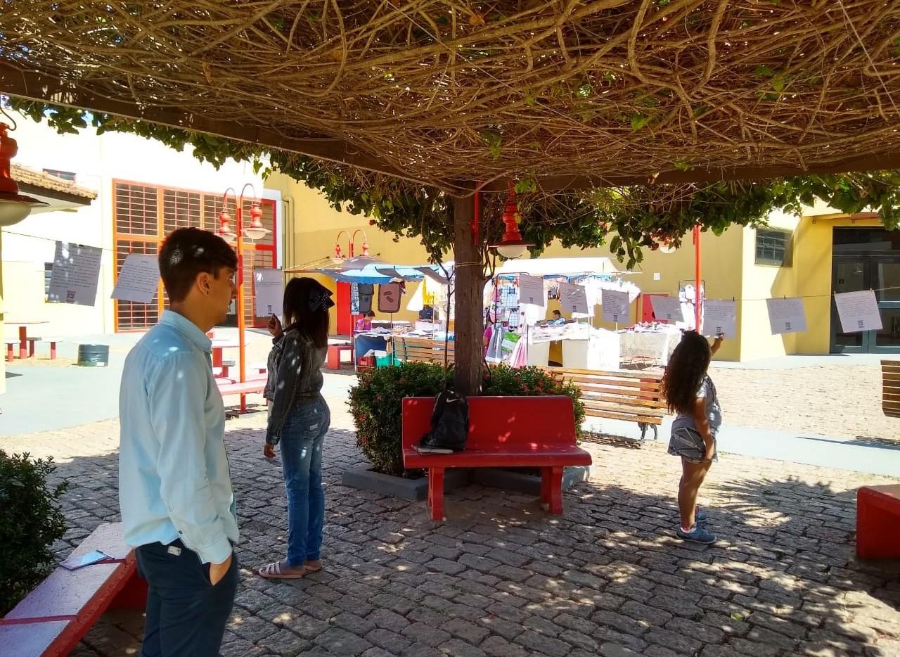 Estudante de Publicidade realiza intervenção artística em Festival Literário