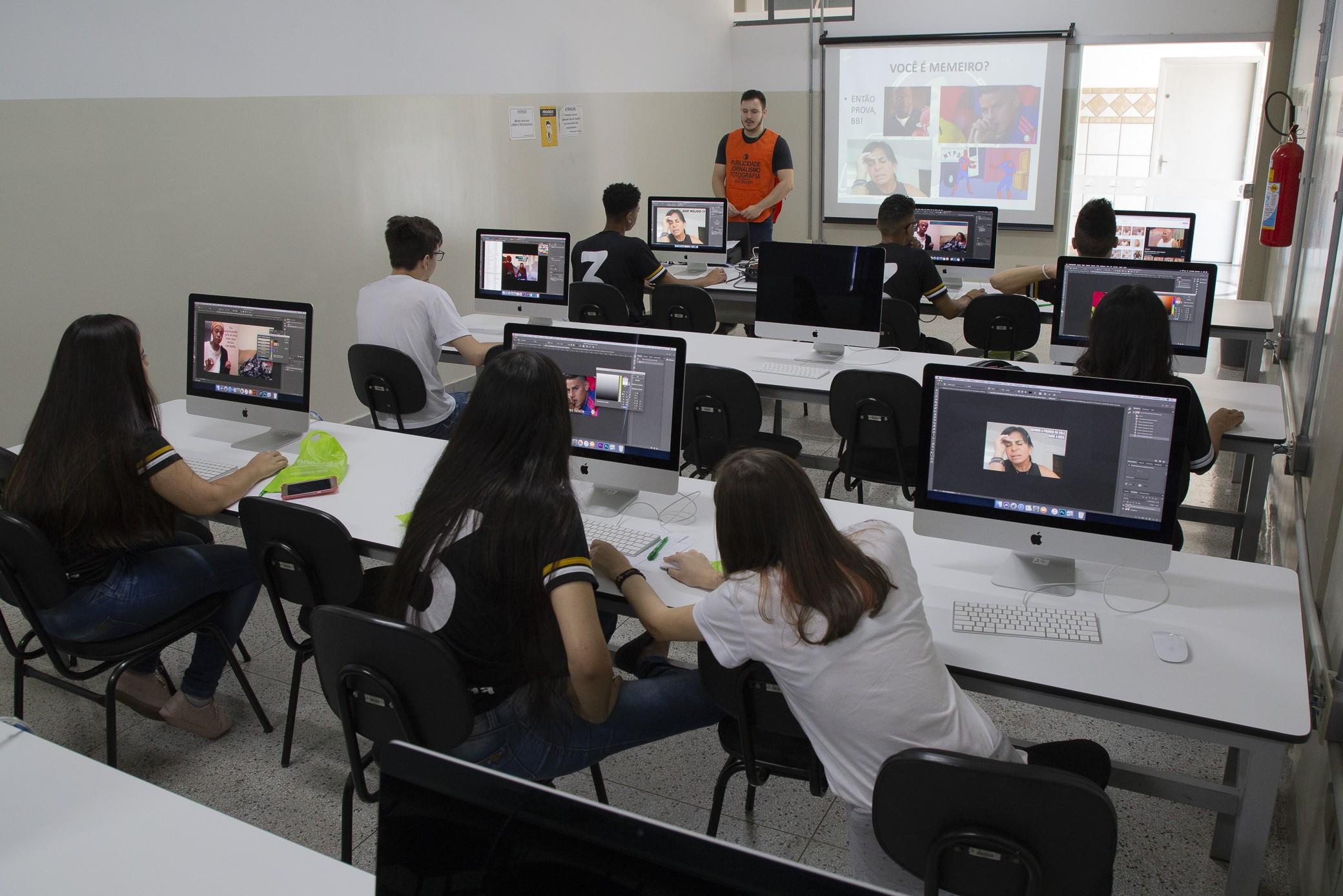 Truques de Photoshop surpreende alunos do ensino médio