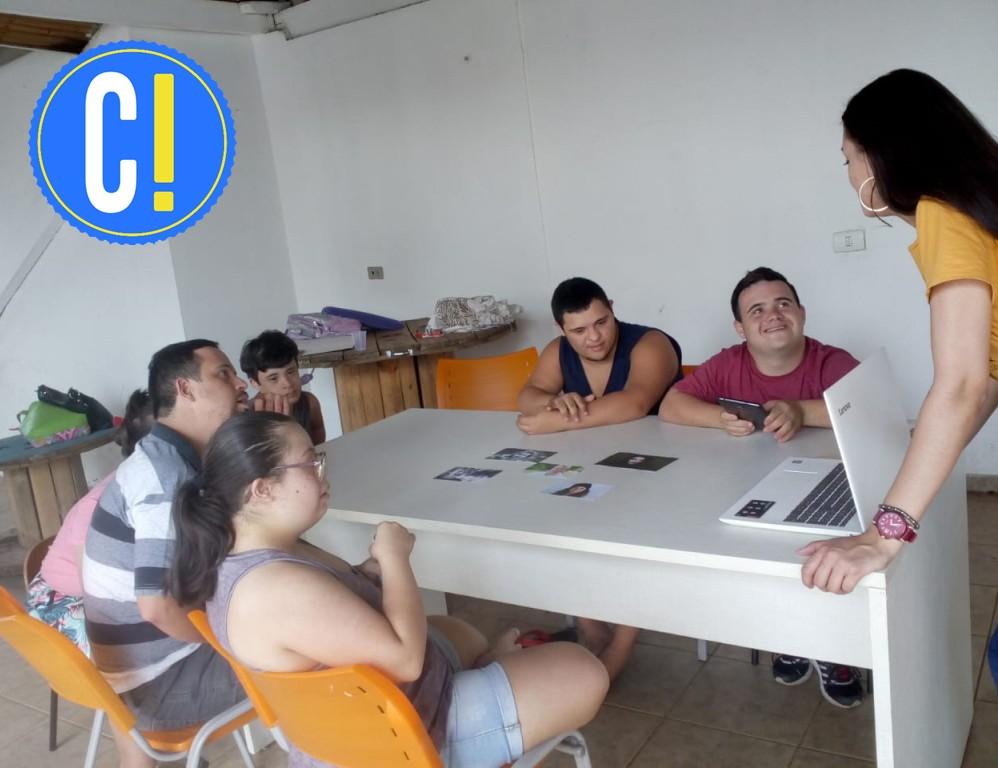 Jovens da AopDown aprendem técnicas de fotografia em oficina educomunicativa