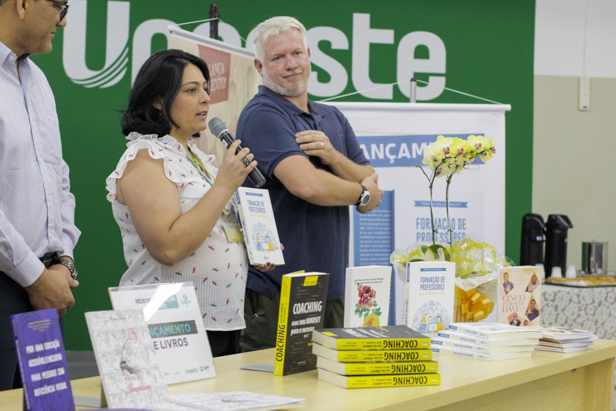 Professores da Facopp lançam livros durante Enepe