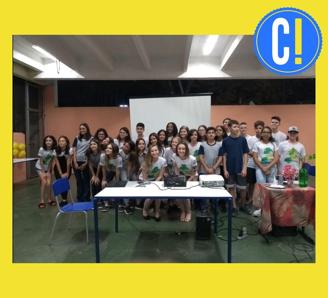 Aluna de Jornalismo se une à irmã, de Direito, e apresenta Constituição para crianças