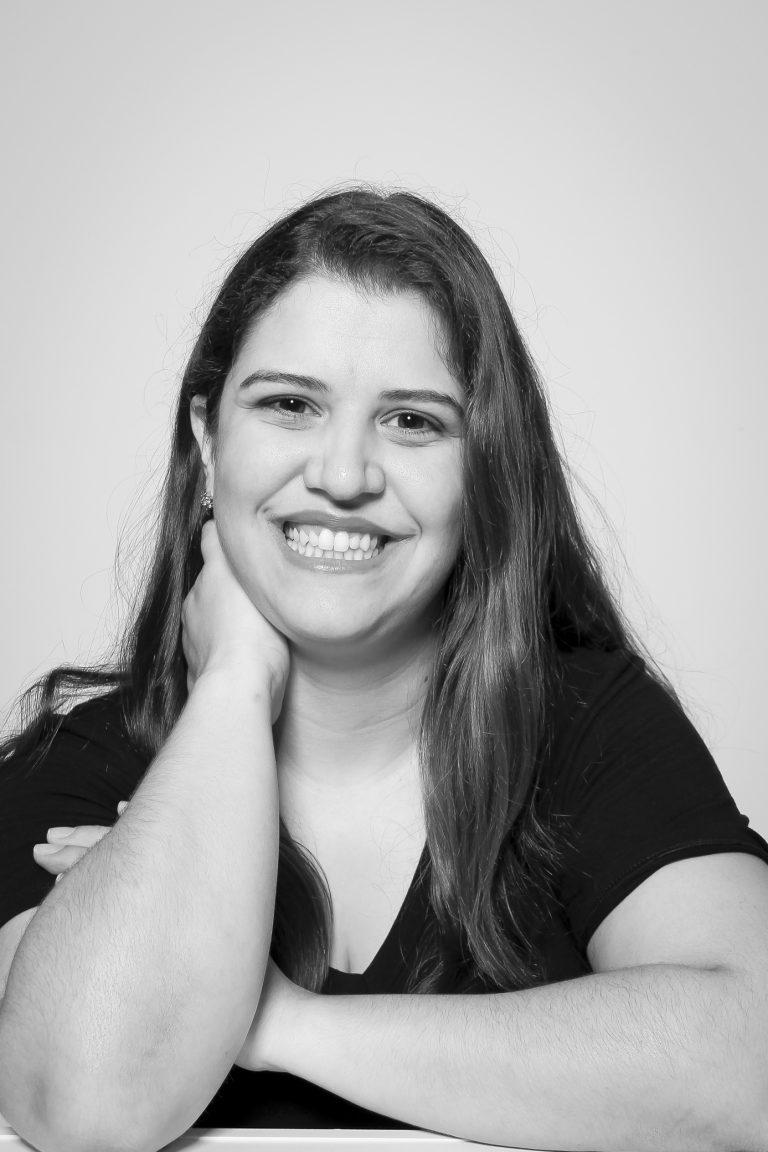 Doutora Fabiana Aline Alves, professora nos Cursos de Jornalismo, Publicidade e Propaganda e Tec. em Fotografia. Crédito: Felipe Piquione.