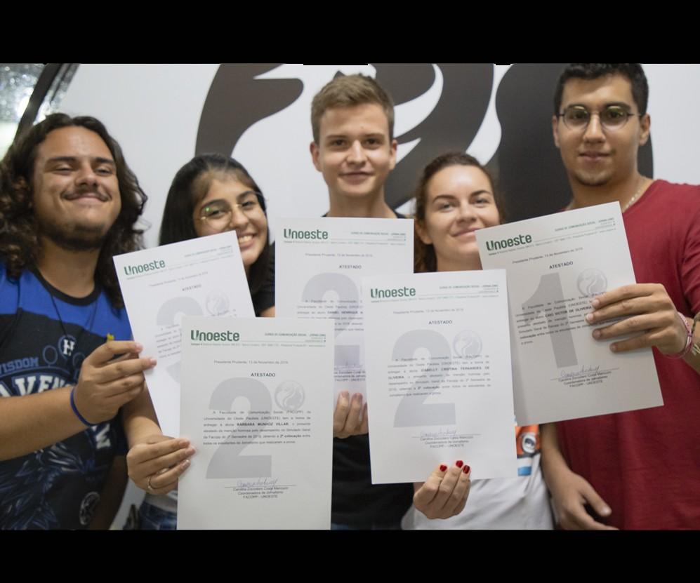 Conheça os alunos de Jornalismo premiados por desempenho em Simulado